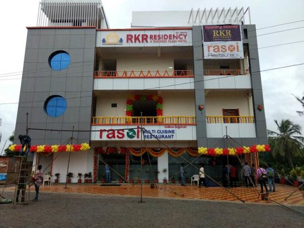 The new highway motel @ Shadnagar. Hyderabad Bangalore highway. Rasoi -Multicuisine restaurant serves great delicacies from Dum biryani to typical Andhra thali. - by Total Hospitality, Hyderabad