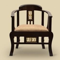 Maharaja Chair  We are passionately engaged in manufacturing a high grade range of Maharaja Chair.  Features:  Amply cushion Attractive look Highly durable - by SHARMA   INTERIORS  & FURNITURES, Bangalore