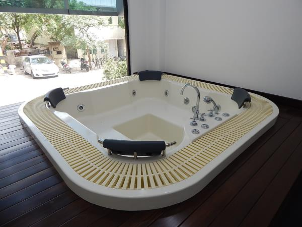 Spa. bath tubs Manufacturers in New Delhi  Bathing as never imagined starts with your personal vessel of warm, enveloping water.Shanti Ventures is dealing in Spa bath tubs manufacturing in Delhi