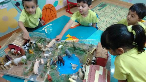 Olive green kids, Bodekdev Branch  Kids learning about Farm Animals through 3D - by Olive Green Kids School, Ahmedabad