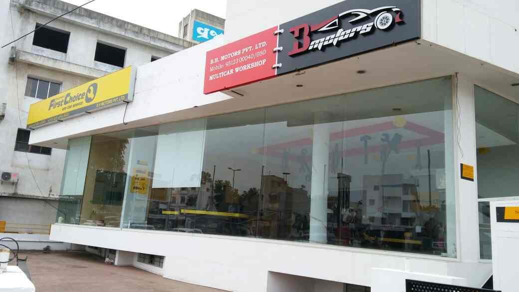 Multi car workshop at vadodara,  Do your Audi car service with our expert team in vadodara.